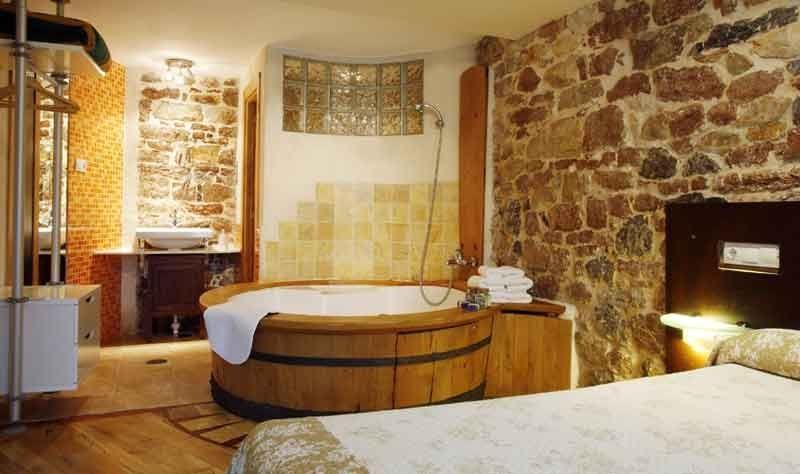 Axtur aguas del sella jacuzzi - Casa rural para 2 ...