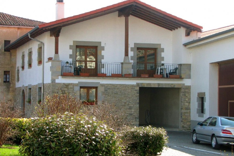 Casa rural casa mortxe asiain pamplona y comarca navarra for Casa puntos pamplona