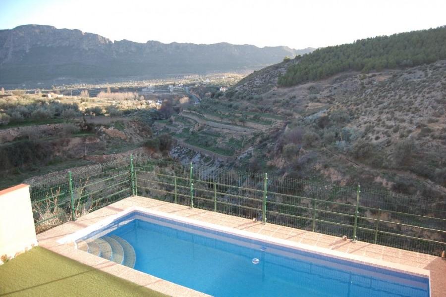 Casa rural la puentecilla elche de la sierra sierra for Casas rurales con piscina en castilla la mancha