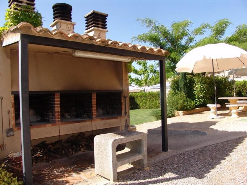 Casa sanz apto arpan for Barbacoas de jardin