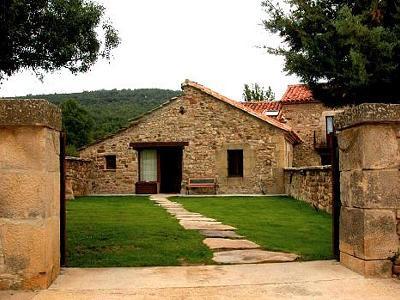 Casas rurales molinos de raz n molinos de raz n tierra del valle soria - Casa rural valle de la laguna ...