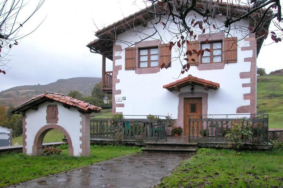 Casa rural miguelenea amaiur maya pirineo monta a navarra - Casa rural amaiur ...