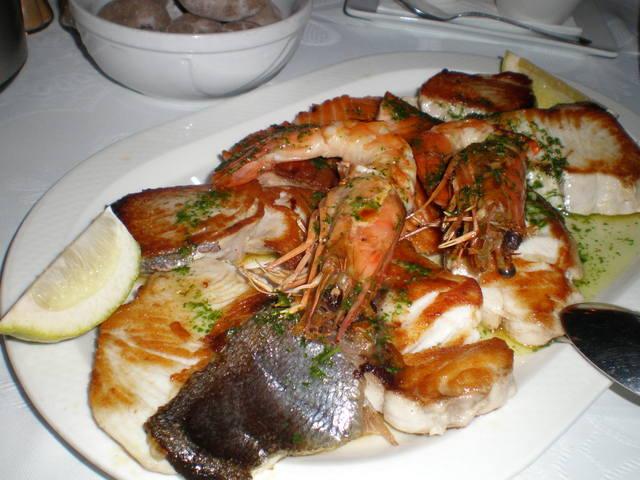 rabas de calamar con ensalada guiso de carne con verduras postre    Chuletas De Cerdo Al Arriero
