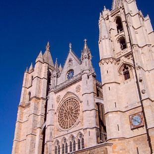 León, ciudad jacobea en torno a su catedral gótica