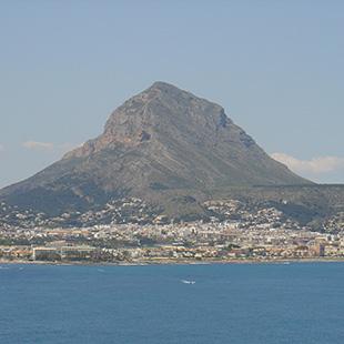 El Montgó,  acantilados junto a la Reserva Marina