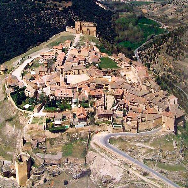 La canaleja y los enebrales valle de san pedro for El jardin pedraza