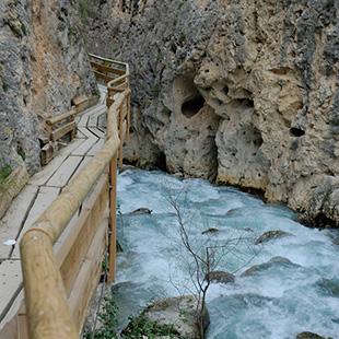Sierra de Castril, las manos del agua y el tiempo