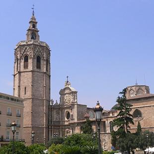 Valencia, la ciudad de las Fallas y  mil encantos