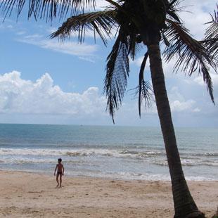 Costa Dorada, mar de azul intenso y arena dorada