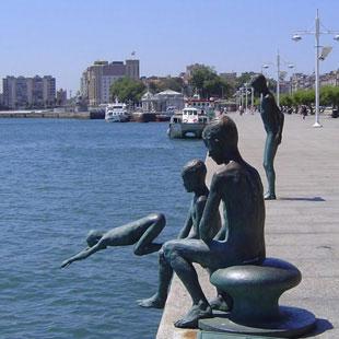 Santander, acaricida por las olas del Cantábrico